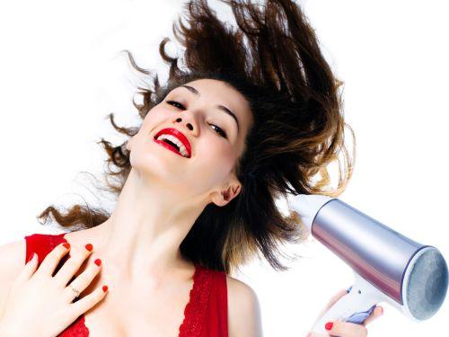 Как правильно сушить волосы феном? Мифы и реальность
